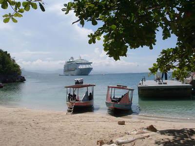 Cruise ship at Labady Beach 023
