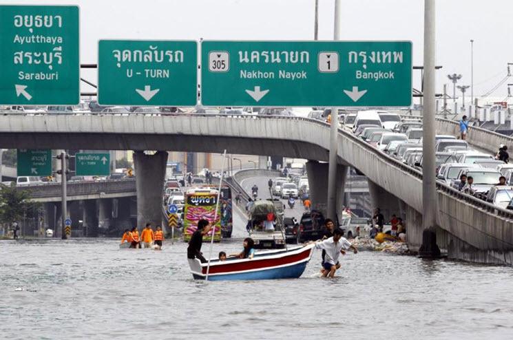 Flooding Phatum Thani 2011-10-23